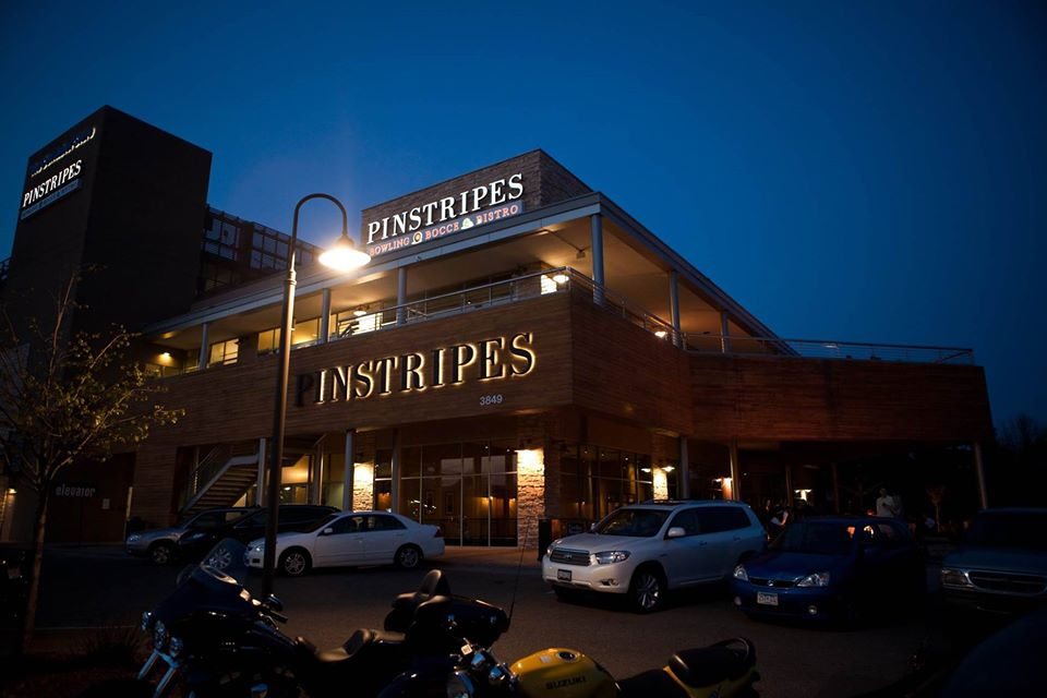 Night view at Pinstripes | best brunch places in chicago, brunch in chicago