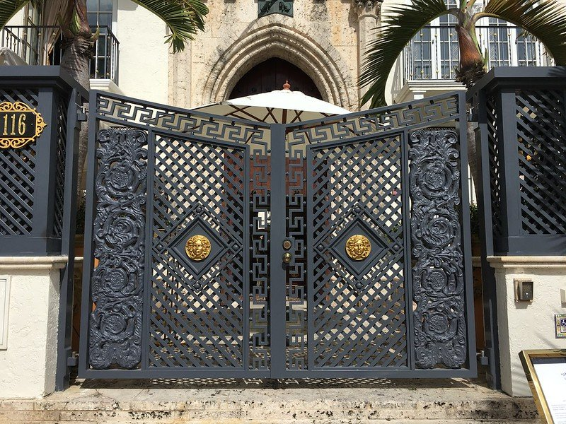 Onyx Bar at Giannis - Gates Gianni Versace Mansion | things to do in miami