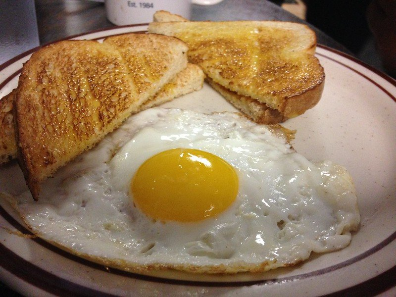 Sunny Side Up and Coffee Shop's white toast breakfast