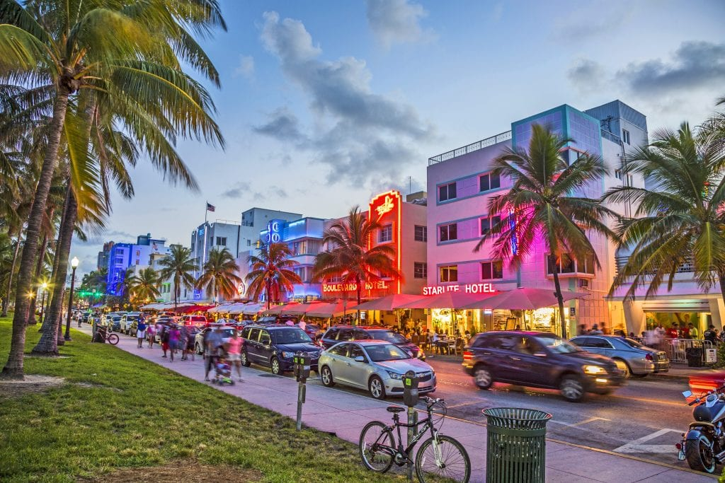 Walk along the road of Ocean Drive | best things to do in miami