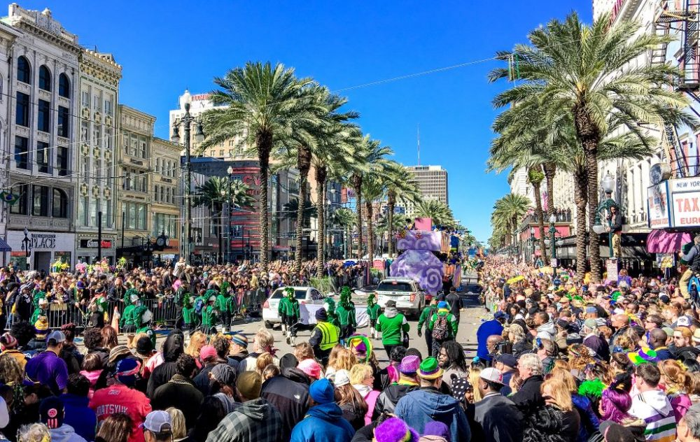 Crowd of tourists at Mardi Gras | best things to do in new orleans