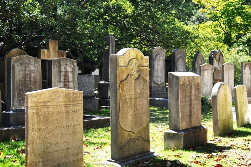 Historic cemetery in Charleston South Carolina Best things to do