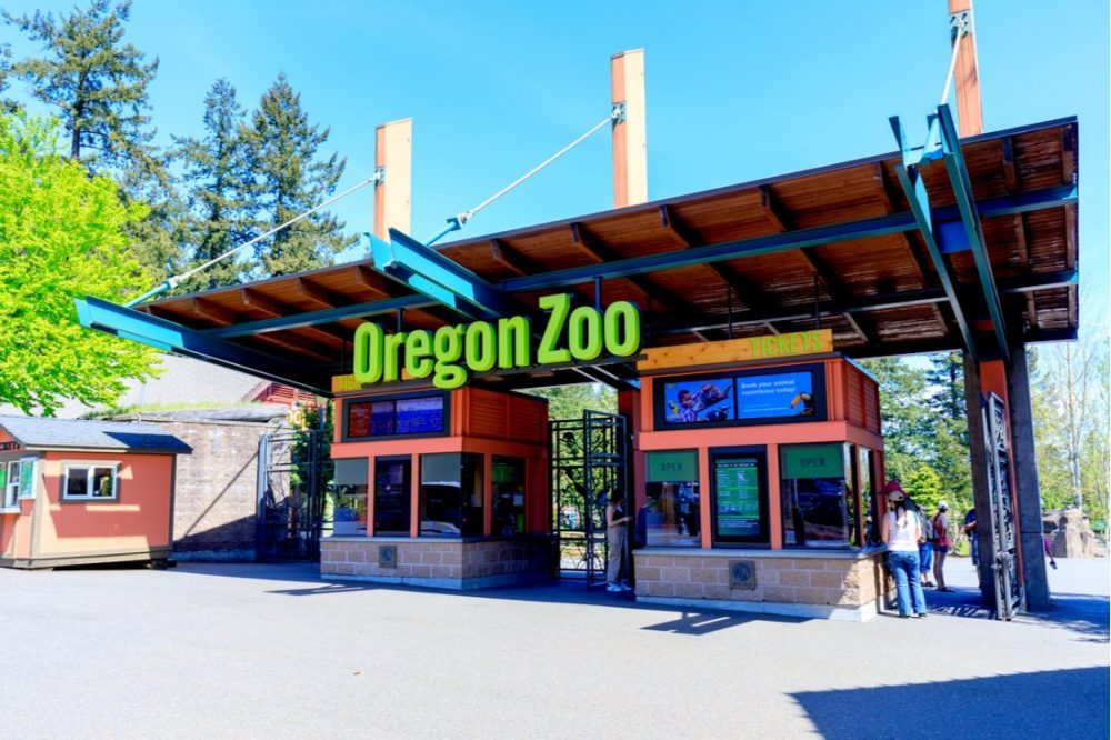 Main gate of Oregon Zoo | things to do in portland