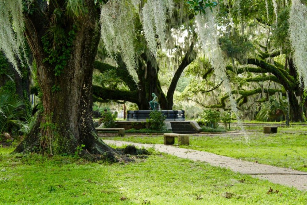 New Orleans City Park Spanish moss and fountain | best things to do in new orleans