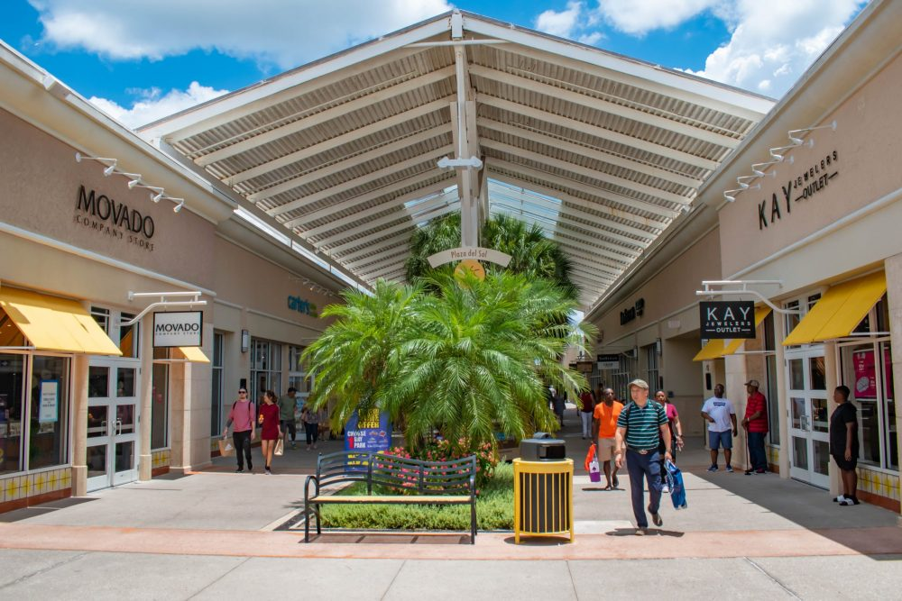 People enjoying a shopping day at Premium Outlet in International Drive area 2 | things to do in orlando