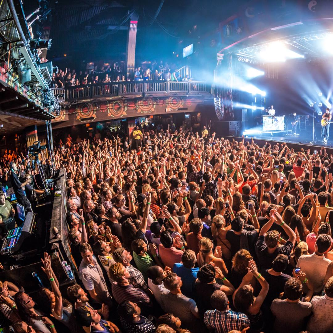 People partying at House of Blues Orlando | things to do in orlando