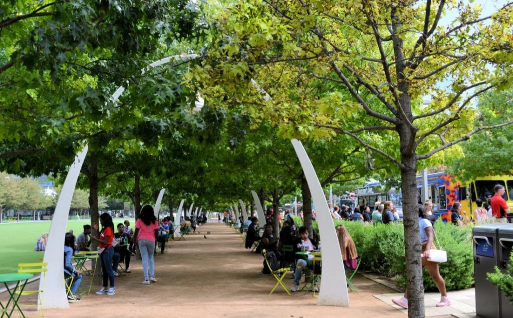 Relaxing environment at Klyde Warren Park | best things to do in dallas