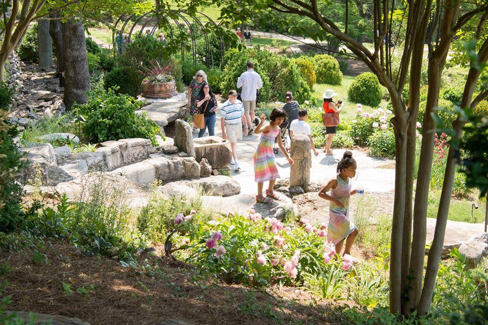 Tourists walking along the garden of Cheekwood Estate Garden | best things to do in nashville
