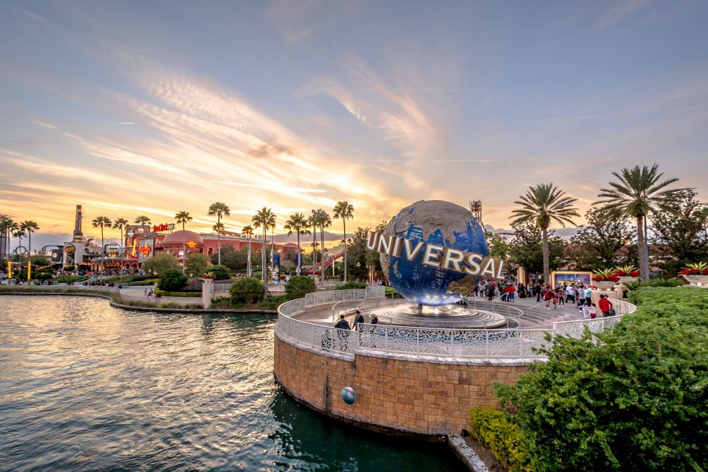 Universal Studios globe located at the entrance to the theme park | things to do in orlando