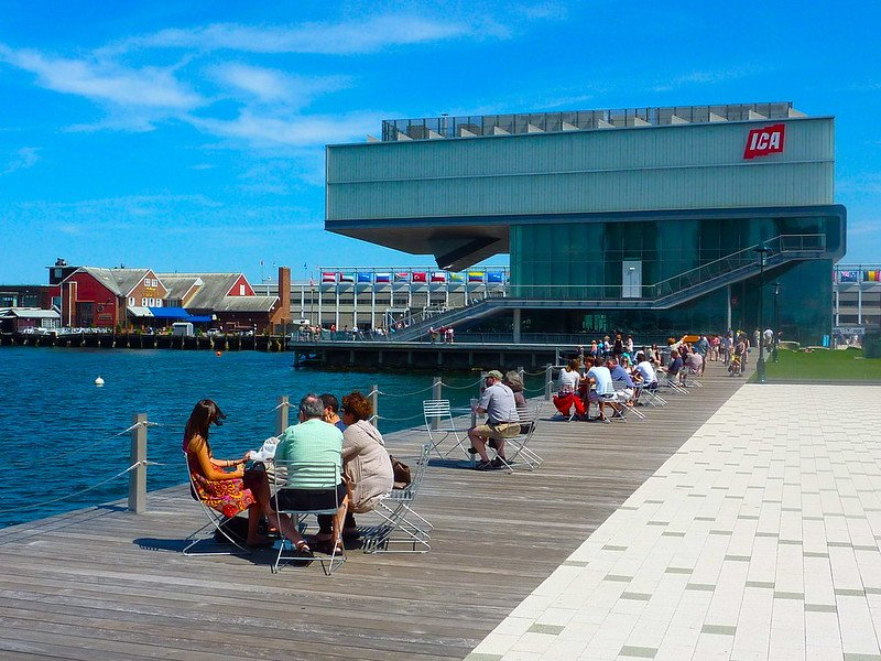 Walkway to The Institute of Contemporary Art | best things to do in boston