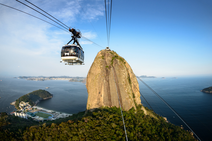 Sugar Loaf bondinho, cable car travelling between stations over Urca | things to do in rio de janeiro
