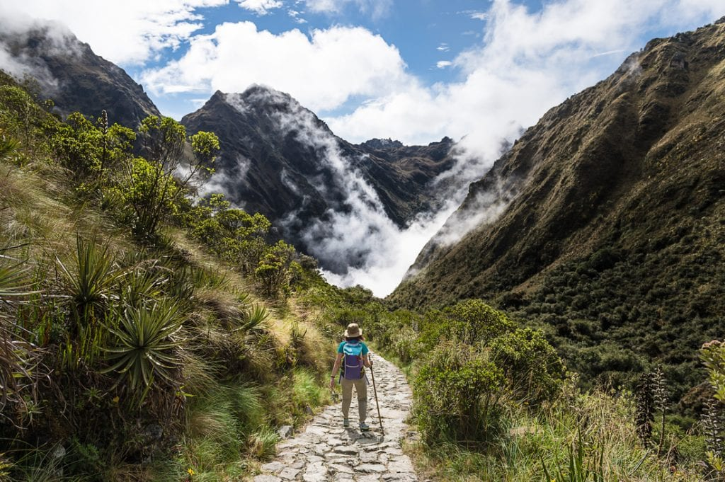 Women walking on The Inca Trail, Machu Picchu, Peru | best things to do in machu picchu